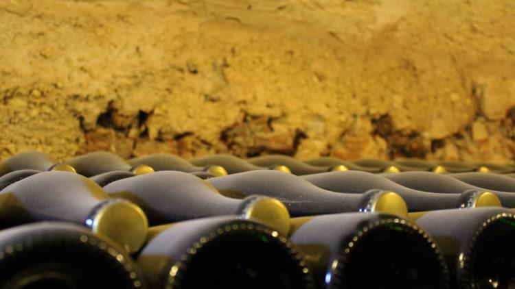 Metodo Classico e Charmat: La Produzione del Vino Spumante