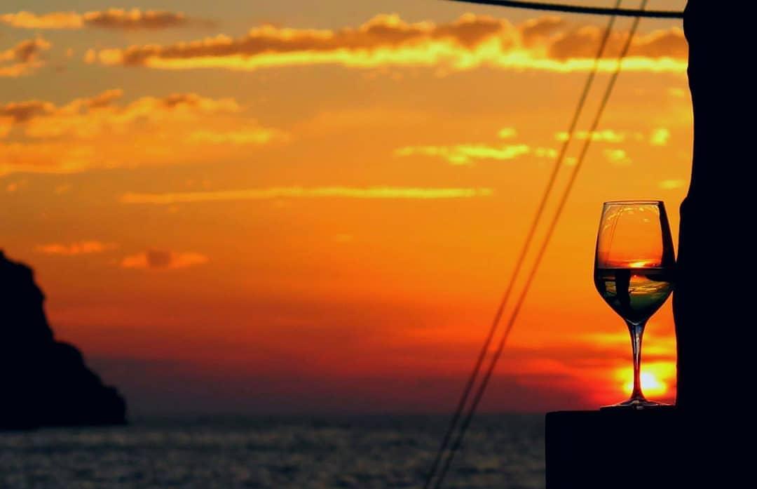 Il calice itinerante: Degustare del Vino sui Trabucchi di Peschici